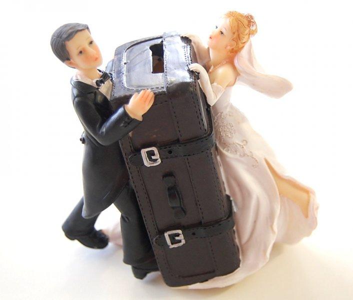 Brautpaar mit Koffer/Spardose
